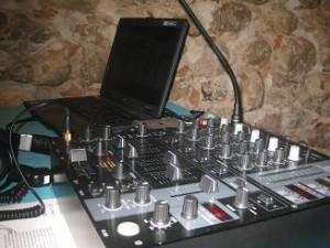 Altavoces mesas de mezclas diferentes canales
